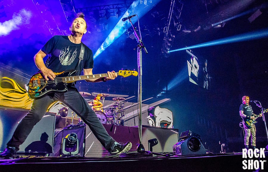 LIVE: Blink-182 @ O2 Arena, London. Whats My Age Again?