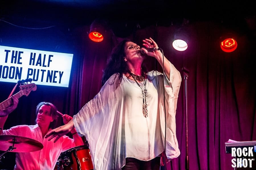 Sari Schorr Rising Star Of Blues-Rock Firmament @ Half Moon Putney