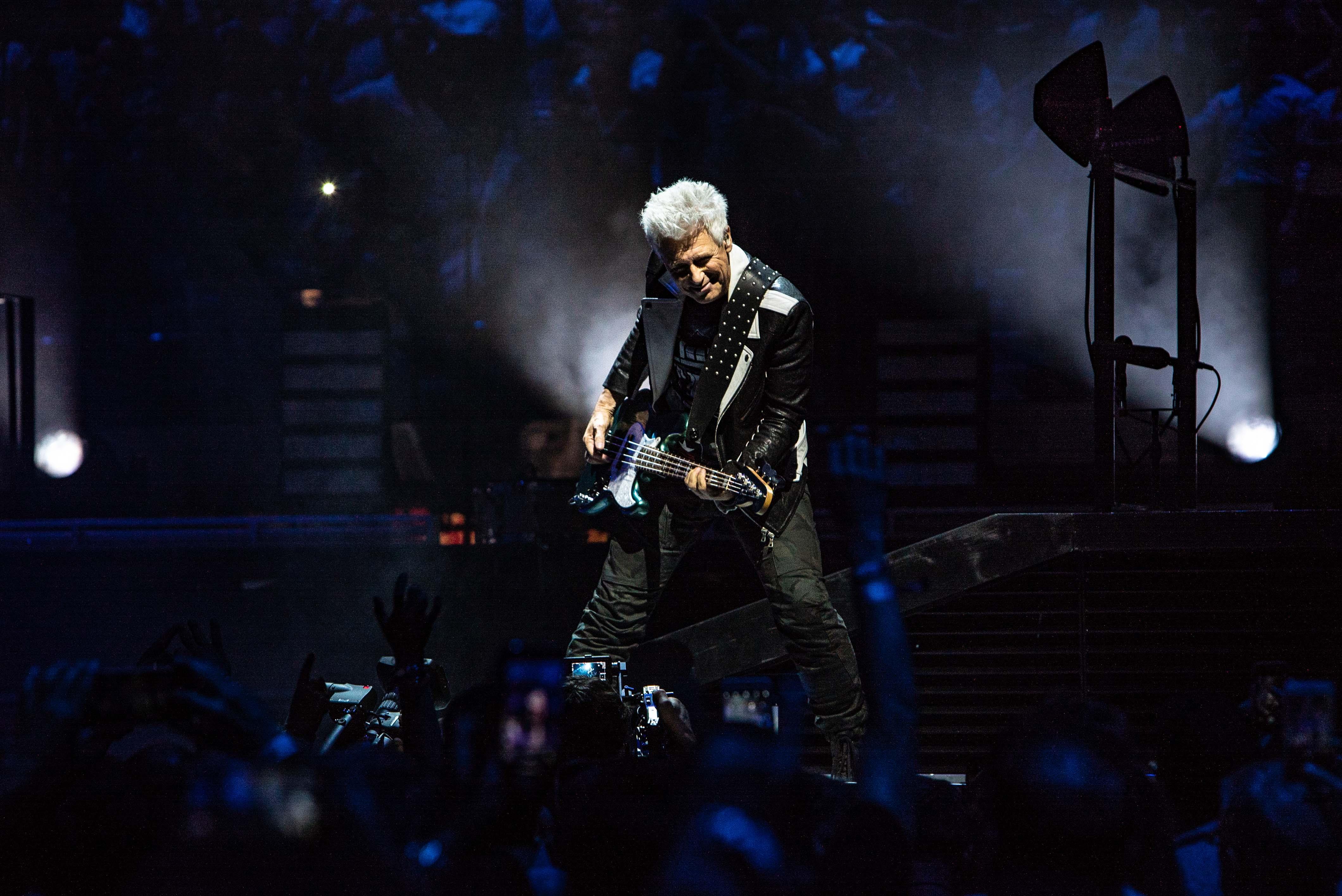 U2 (Ross Stewart)
